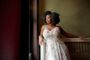 Alicia Olatuja célèbre le génie féminin...